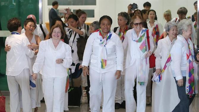 YNA01. Paju (Korea, Republic Of), 24/05/2015.- Female global activists participating in the Women Cross DMZ Peace Walk cross the inter-Korean border to the South Korean side and enter the Inter-Korean Transit Office in Paju, Gyeonggi Province, 24 May 2015. The peace walk calls for the end of the 1950-53 Korean War, which technically hasn't ended as no peace treaty has been signed between the two sides. EFE/EPA/YONHAP SOUTH KOREA OUT