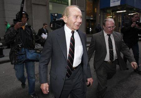 Ex-AIG chief Greenberg's bid to toss N.Y. case rejected