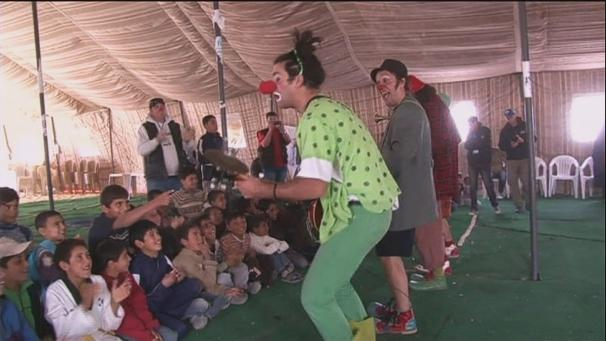Clowns bring smile to Syrian children