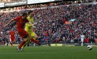 Liverpool's Stewart Downing (L) shoots to score against Tottenham Hotspur during their English Premier League soccer match at Anfield in Liverpool, northern England, March 10, 2013. REUTERS/Phil Noble