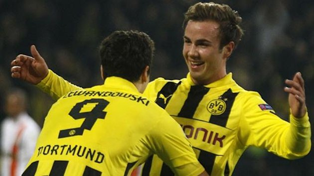 Borussia Dortmund's Mario Goetze (R) celebrates his goal against Shakhtar Donetsk with teammate Robert Lewandowski during their Champions League match in Dortmund March 5, 2013. REUTERS