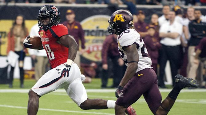 Texas Tech's Eric Ward, left, outruns Minnesota's Jeremy Baltazar, right, for a touchdown during the fourth quarter of the Meineke Car Care Bowl NCAA college football game, Friday, Dec. 28, 2012, in Houston. Texas Tech defeated Minnesota 34-31. (AP Photo/Dave Einsel)