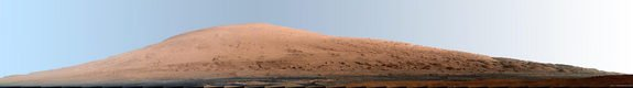 Curiosity Rover Eyes Huge Mars Mountain in Amazing Photos