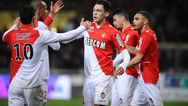 onaco's Argentinian midfielder Lucas Ocampos (C) celebrates with teammates after scoring a goal during the French L1 football match Toulouse vs Monaco (AFP)