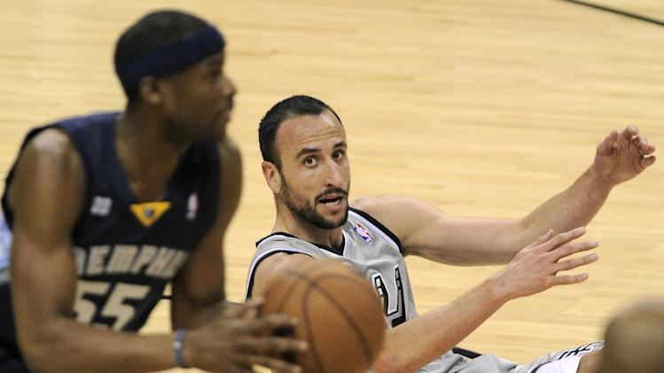 San Antonio Spurs' Manu Ginobili, right, of Argentina, looks on as Memphis Grizzlies' Keyon Dooling recovers the loose ball during the first half of Game 1 of the Western Conference final NBA basketball playoff series, Sunday, May 19, 2013, in San Antonio. (AP Photo/Darren Abate)