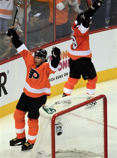 Flyers beat Penguins 8-4, take 3-0 series lead