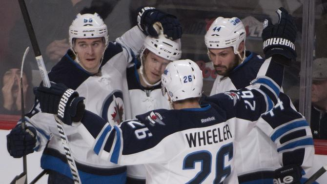 Jets slip past Canadiens 2-1