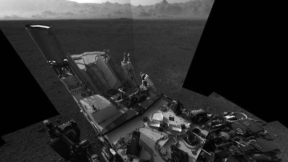 Say Cheese! Mars Rover Curiosity Snaps 1st Hi-Res Self-Portrait