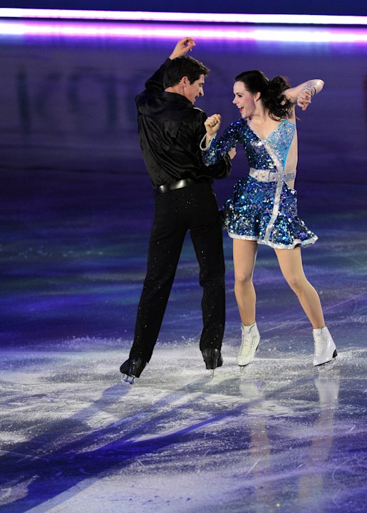 Canada's Ice Dance pair, Tessa Virtue (R) and Scott Moir perform during the exhibition event in the World Team Trophy 2012 figure skating competition in Tokyo on April 22, 2012.   AFP PHOTO / TOSHIFUM