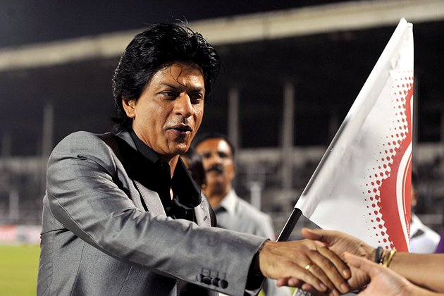 Indian Bollywood film actor Shah Rukh Khan flags the grand opening ceremony of the Toyota University Cricket Championship (TUCC) first match of the season in Mumbai on February 23, 2013.  AFP PHOTO