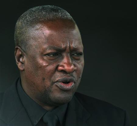 Ghana's President John Dramani Mahama is pictured during his visit at the presidential palace in Abidjan September 5, 2012. REUTERS/Thierry Gouegnon