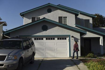 Super Bowl home rental prices not meeting stratospheric hopes