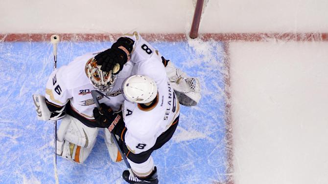 Gibson back in net for Ducks in Game 5 vs LA Kings
