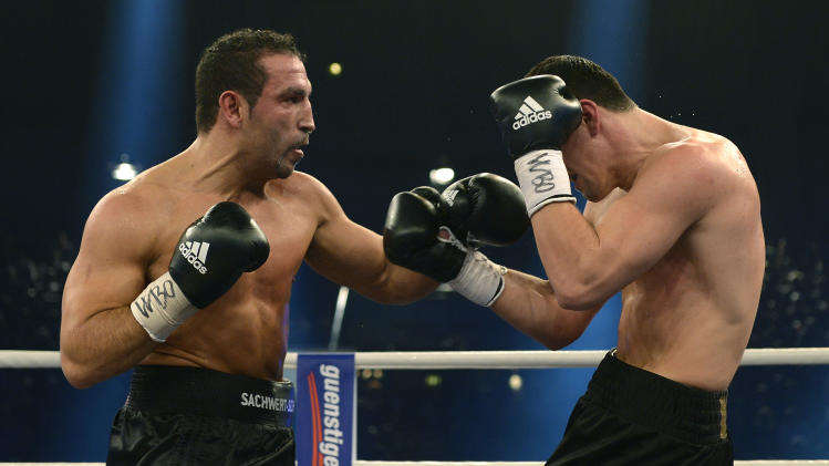 Huck stops Arslan in 6th to keep WBO cruiser belt