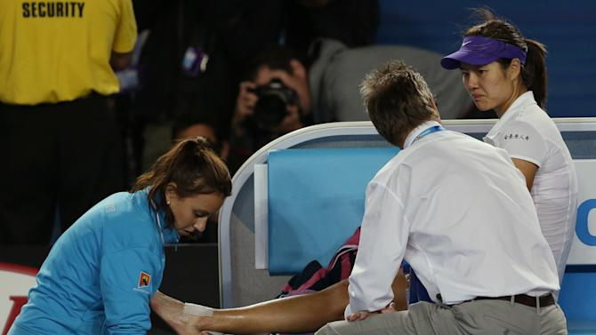 China's Li Na receives treatment to her ankle during her match against Victoria Azarenka of Belarus in the women's final at the Australian Open tennis championship in Melbourne, Australia, Saturday, Jan. 26, 2013.(AP Photo/Aaron Favila)