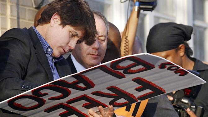 FILE - This March 14, 2012 file photo shows former Illinois Gov. Rod Blagojevich autographing a 'Free Gov. Blago' sign for one of his supporters at his home in Chicago the day before Blagojevich was due to report to prison to begin serving a 14-year sentence on corruption charges. Blagojevich's lawyers submitted an additional argument on why an appeals court in Chicago should overturn the imprisoned former governor's convictions Wednesday July, 16, 2014, in Chicago. The two-page filing with the U.S. 7th Circuit Court of Appeals refers to an April Supreme Court decision striking down laws that restrict aggregate limits on campaign contributions. (AP Photo/M. Spencer Green, File)