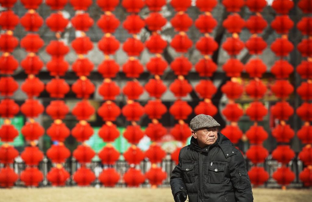 Reddest red envelope: Chinese Communist party hands out cash
