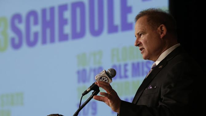 LSU coach Les Miles talks with reporters during the Southeastern Conference football Media Days in Hoover, Ala., Thursday, July 18, 2013. (AP Photo/Dave Martin)