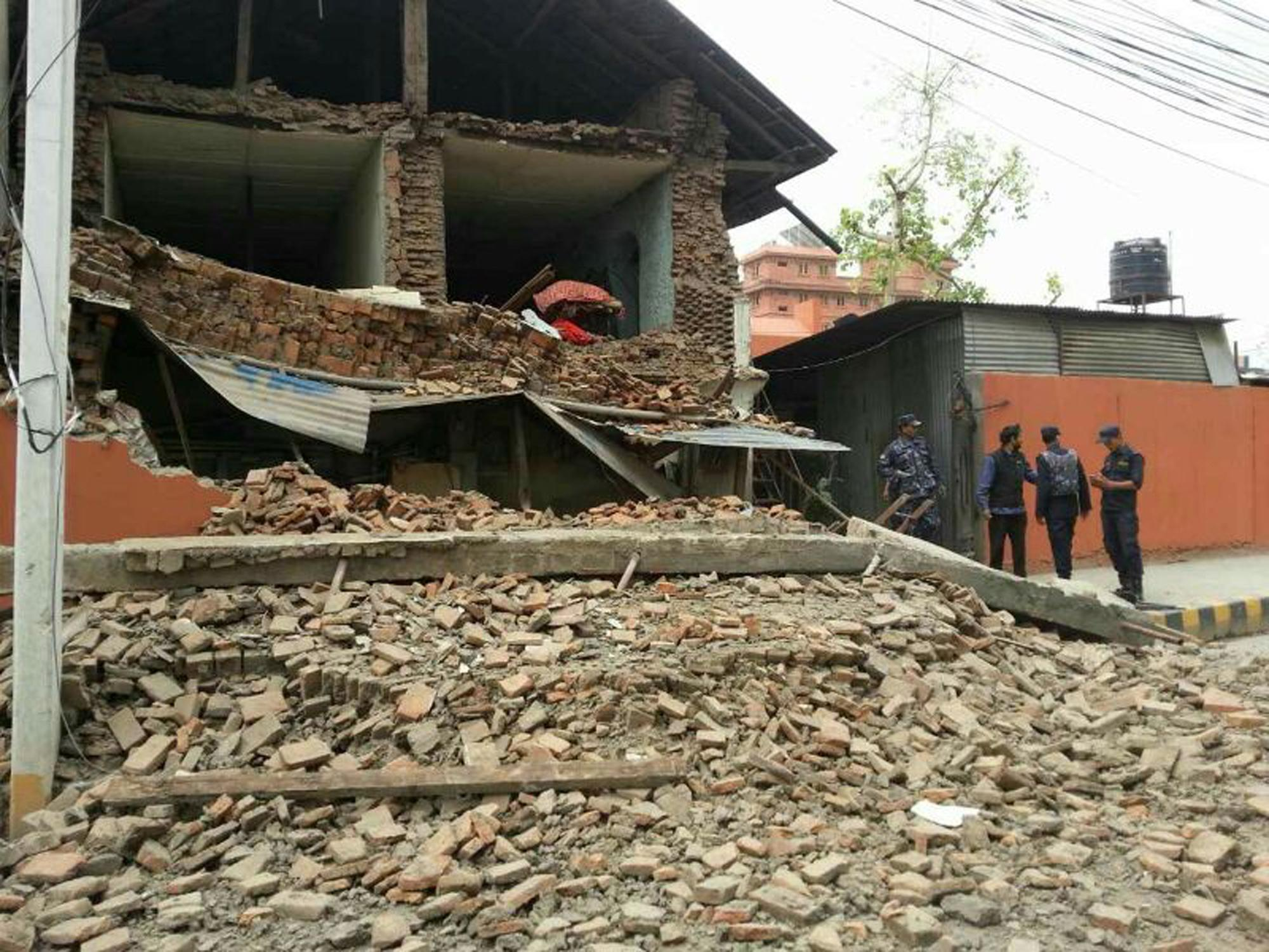 Magnitude-7.9 quake hits Nepal, causing big damage, injuries
