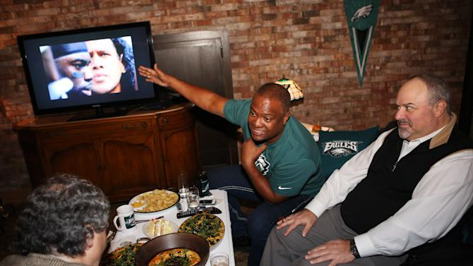"""IMAGE DISTRIBUTED FOR NFL - Former NFL player Rodney Peete engages guests in """"The Couch Defender"""" space during the NFL Homegating Event hosted at the Arlington Club, Thursday, Nov. 29, 2012, in New York. The NFL is celebrating """"home gating"""" by hosting an event to showcase how fans can bring the spirit of the game to the comfort of their homes. (John Minchillo/AP Images for NFL)"""