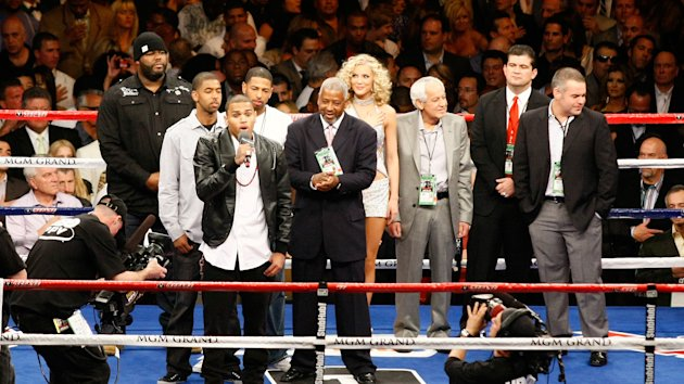 > Notorious boxing photobombers explain their job - Photo posted in Pro Boxing presented by BX | Sign in and leave a comment below!
