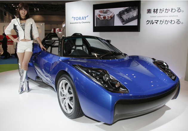 "A model poses by Toray's concept Electric Vehicle (EV) ""TEEWAVE AR1"" at the Tokyo Motor Show in Tokyo, Wednesday, Nov. 30, 2011. (AP Photo/Koji Sasahara)"