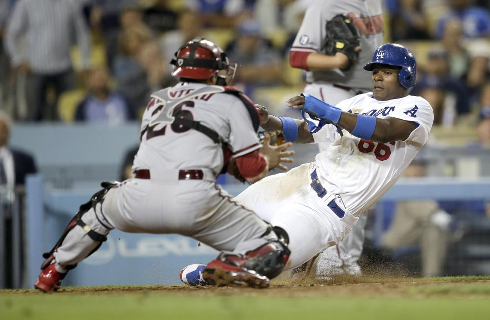 Uribe hits 3 of Dodgers' 6 HRs in win over D-backs