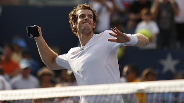 Andy Murray of Britain throws his sweat band to the crowd after defeating Tomas Berdych of the Czech Republic in their men&#39;s singles semifinals match at the U.S. Open tennis tournament in New York (Reuters)