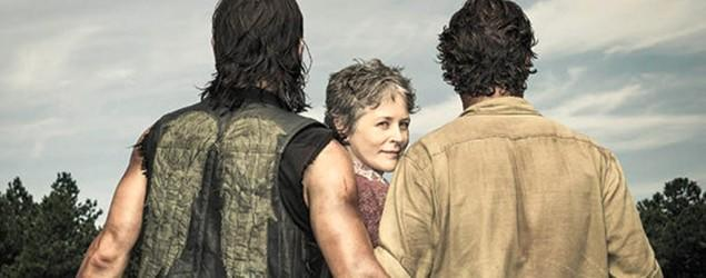 'Walking Dead' stars get cheeky during photo shoot