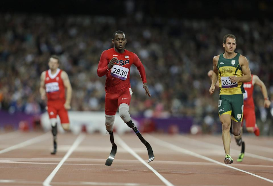 United States' Blake Leeper, center,competes at a men's 200m T44 round 1 race at the 2012 Paralympics in London, Saturday, Sept. 1, 2012. (AP Photo/Lefteris Pitarakis)