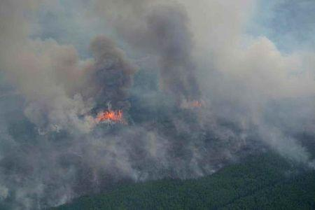 Alberta wildfires burn for 6th day, 10 percent of oil sands crude offline