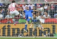 Italian defender Giorgio Chiellini (C) heads the ball as he faces Croatian goakeeper Stipe Pletikosa during the Euro 2012 championships football match at the Municipal Stadium in Poznan. The match ended 1-1
