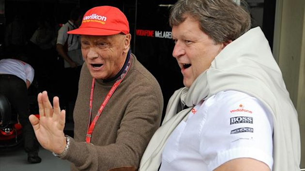 Niki Lauda (l) talking to Norberg Haug