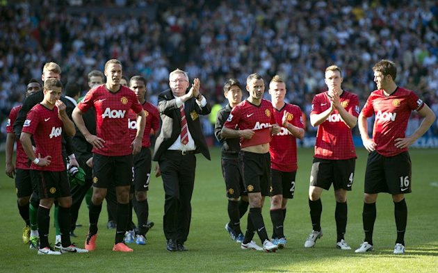 Manchester United's Alex Ferguson and his players greet the crowd after their match against West Brom on May 19, 2013