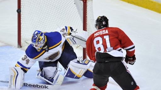 Blues edge Blackhawks 2-1 to move into 1st in Central