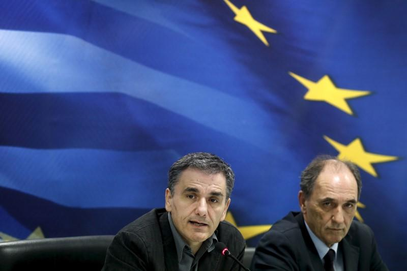 Greek economy shrinks 0.6 pct in fourth quarter, contraction pace slows