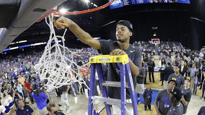 Duke's Quinn Cook cuts down the net after a college basketball regional final game against Gonzaga in the NCAA Tournament Sunday, March 29, 2015, in Houston. Duke won 66-52 to advance to the Final Four. (AP Photo/Charlie Riedel)