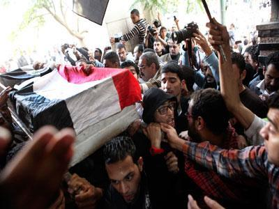 Raw: Protests continue to roil Cairo
