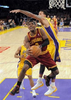 Kobe goes for 40-plus again as Lakers beat Cavs
