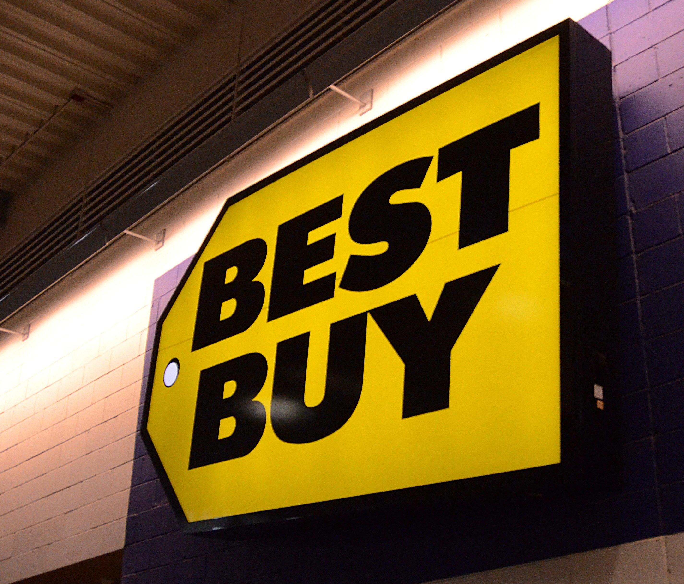 Best Buy extends holiday hours, shipping deadlines