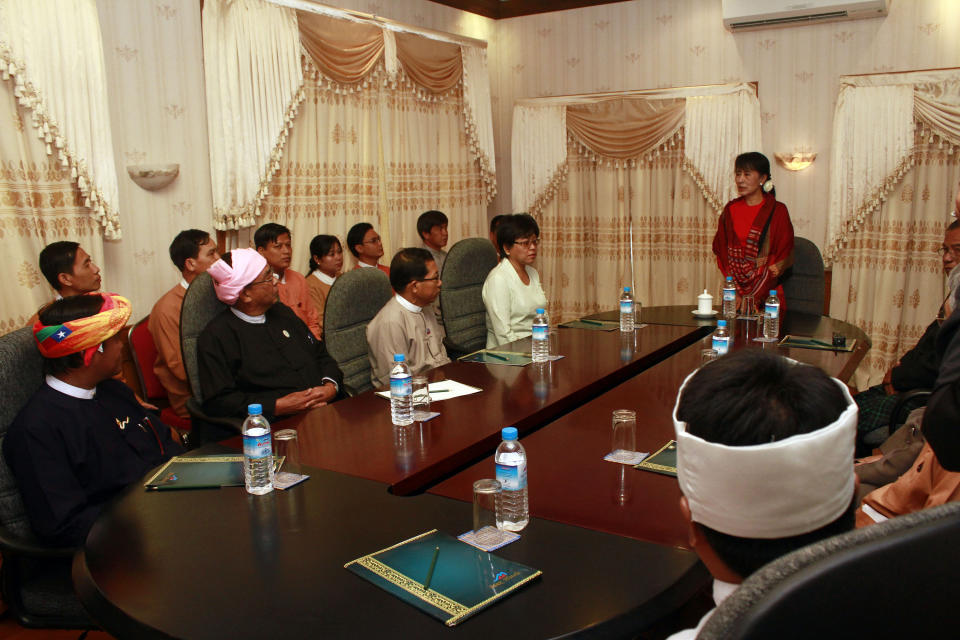 Myanmar pro-democracy leader Aung San Suu Kyi, standing, holds talk with Myanmar parliament members at a hotel in Naypyitaw, Myanmar, Tuesday, March. 6, 2012. (AP Photo/Khin Maung Win, Pool)