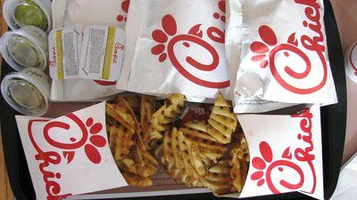 Amazon's One-Hour Booze Delivery; Chick-fil-A Hands Out 6,500 Free Sandwiches