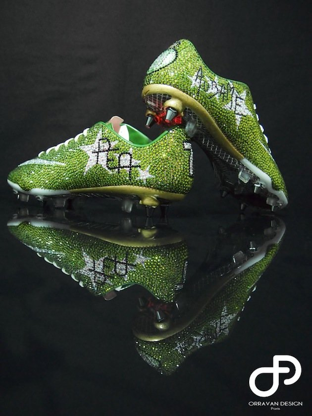 Picture: St. Etiennes Aubameyang warmed up in €3,000 Swarovski crystal footy boots