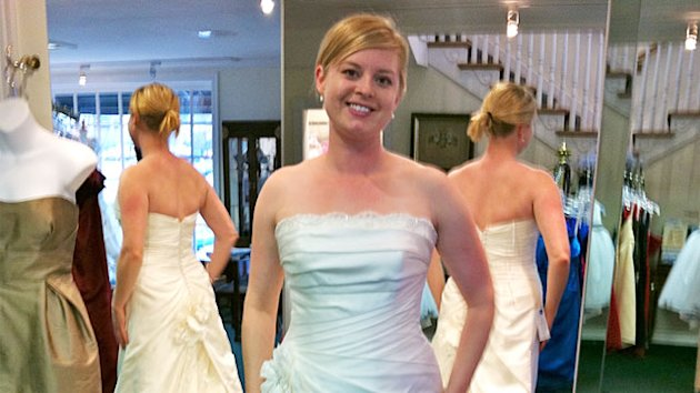 Meet the Mirror-Free Bride: Woman Avoided Mirrors for One Year (ABC News)