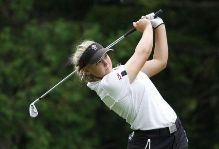 Canadian teenager Henderson turns professional