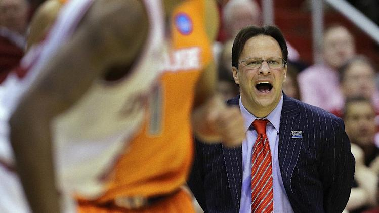 Indiana head coach Tom Crean yells instructions to the court during the first half of an East Regional semifinal in the NCAA college basketball tournament against Syracuse, Thursday, March 28, 2013, in Washington. (AP Photo/Alex Brandon)