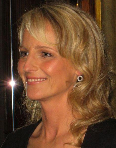 Helen Hunt & More 'Older' Actresses Who Get Naked in Movies