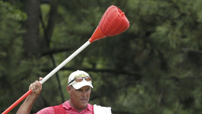 David Hearn, of Canada, looks over his putt on the 12th hole during the first round of the U.S. Open golf tournament at Merion Golf Club, Thursday, June 13, 2013, in Ardmore, Pa. (AP Photo/Charlie Riedel)