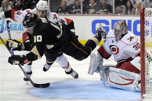 Perry's OT goal gives Ducks 3-2 win over Canes