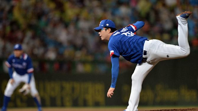 South Korea's Park Byung Ho throws a pitch against Taiwan during the men's baseball final match of the 2014 Asian Games at the Munhak stadium in Incheon on September 28, 2014